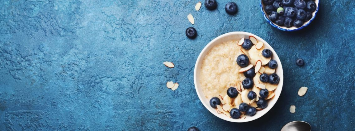 Dlaczego warto jeść owsiankę na śniadanie?