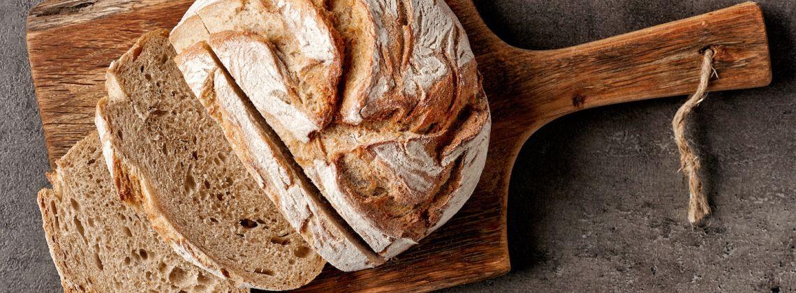 Jak upiec domowy chrupiący chleb?