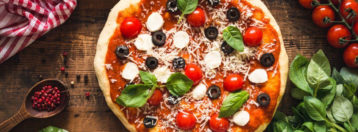 Jak zrobić ciasto na pizzę w robocie kuchennym?