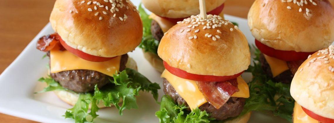 Jak stylowo podać przekąski typu finger food?