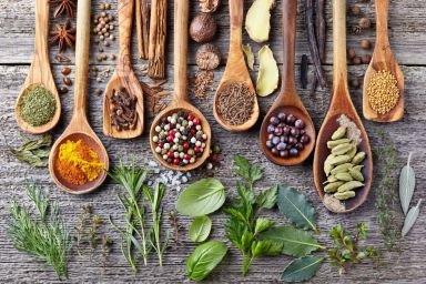 Jakie zioła i przyprawy dodawać do potraw?