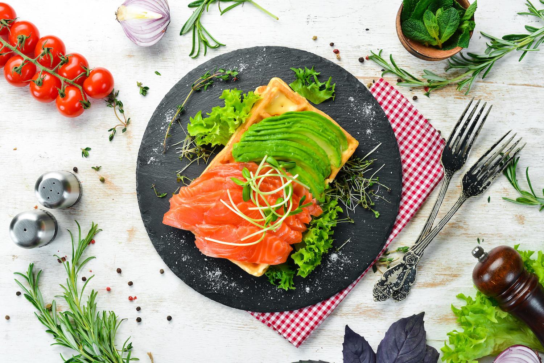 Wytrawne gofry z warzywami i ziołami