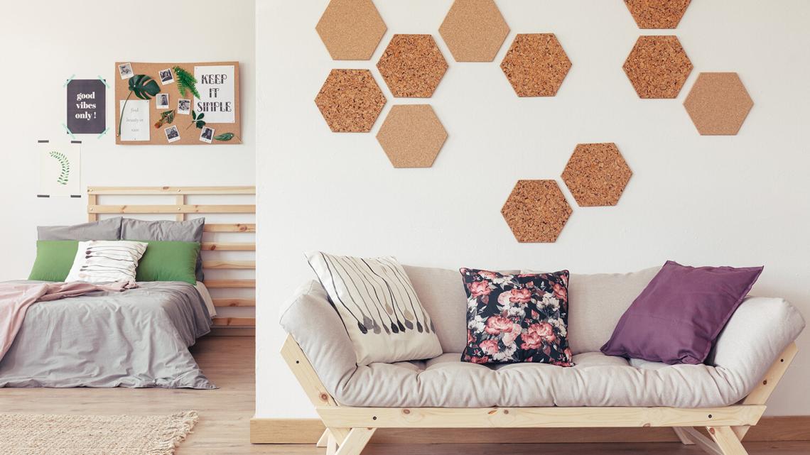 Płyty i panele korkowe na ścianie