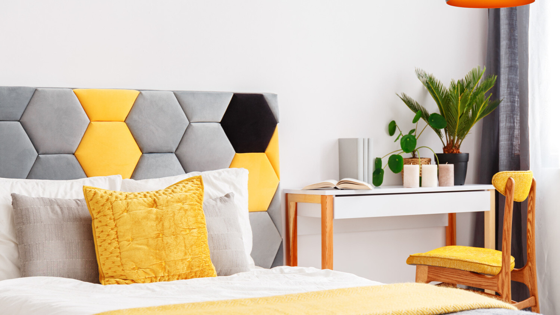Pomysł na zagłówek tapicerowany do łóżka – jak zrobić go samodzielnie?