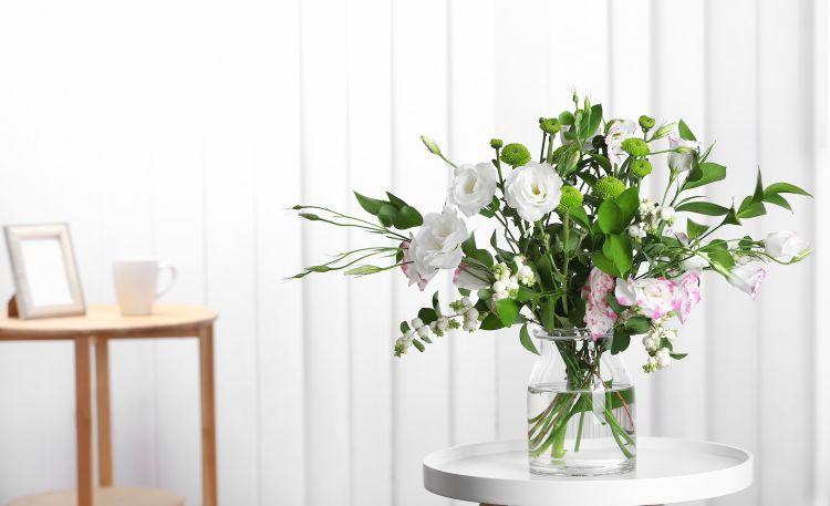 Kwiaty cięte w domu. Jak dobrać wazon?