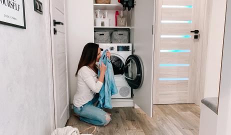 Brzydki zapach prania z suszarki – jakie mogą być przyczyny?