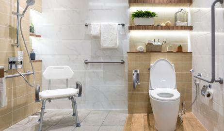 Łazienka seniora – co powinno się w niej znaleźć?