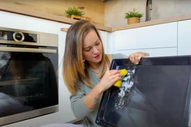 Jak wyczyścić blachy w piekarniku?