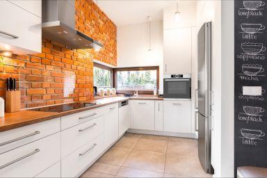 Ściana w kuchni – pomysły, kolory, inspiracje