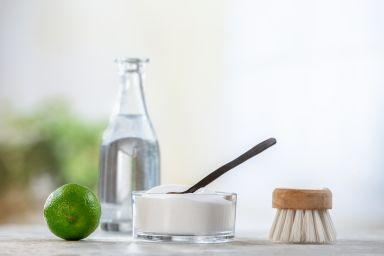 Soda i ocet, czyli skuteczne czyszczenie piekarnika, pralki i fug