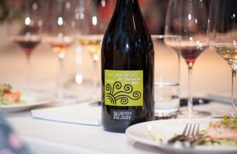 Wino w kuchni: Lampka z koneserem