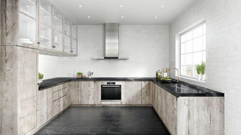 kamienny blat kuchenny, duża kuchnia, drewniane meble do kuchni