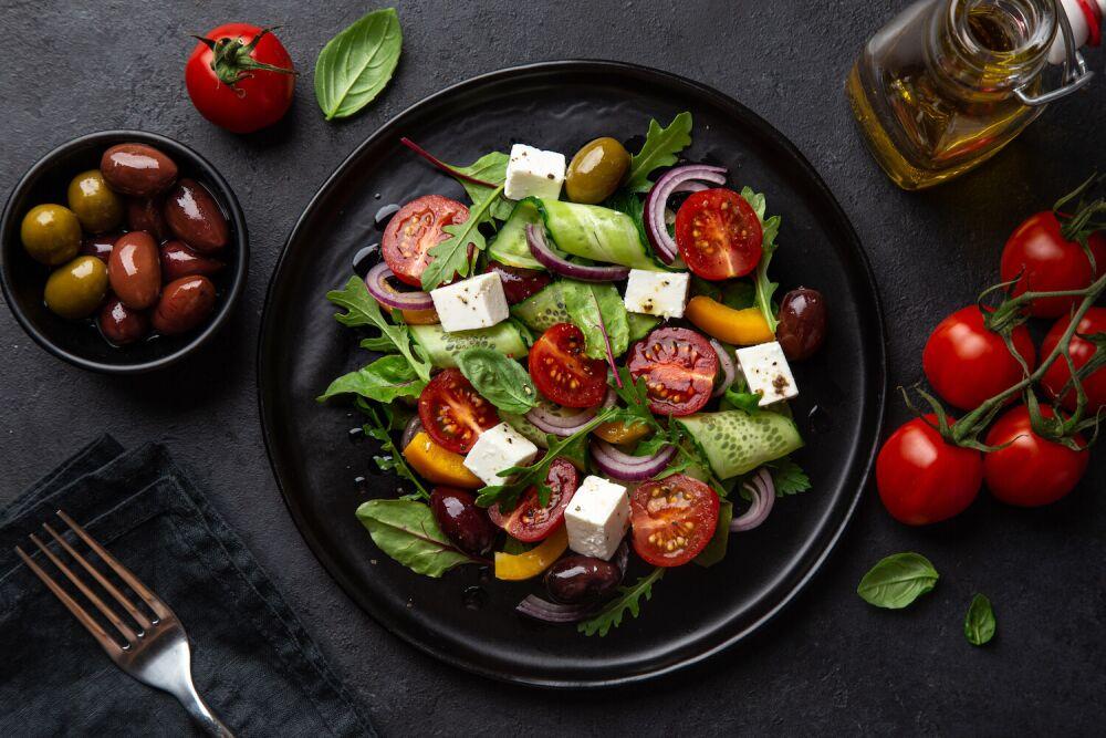 sałatka z warzyw, sałatka na upały, co jeść w upalne dni