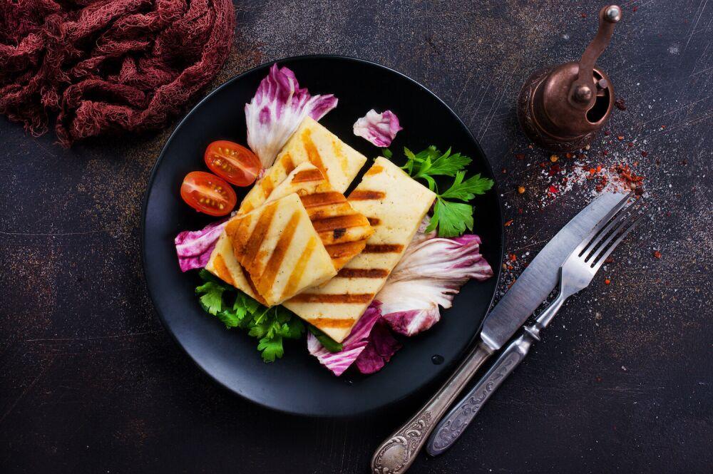 grillowane halloumi, grillowany ser, ser z grilla, jak grillować sery