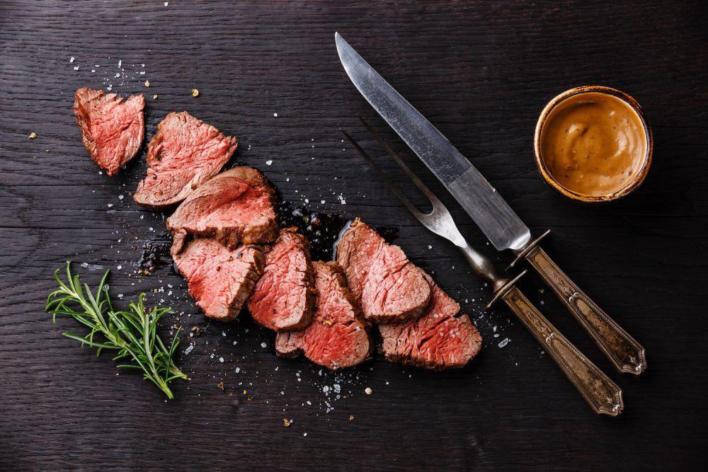 krojenie wołowiny, pokrojona wołowina, wołowina w kawałkach