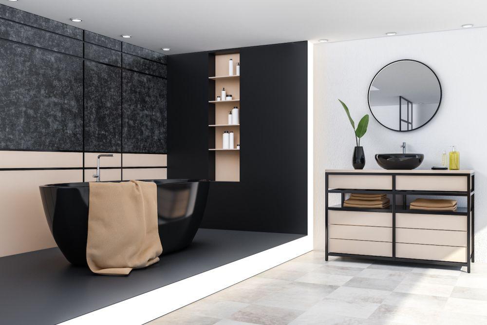 czarna łazienka z czarną wanną i lustrem w czarnej ramie