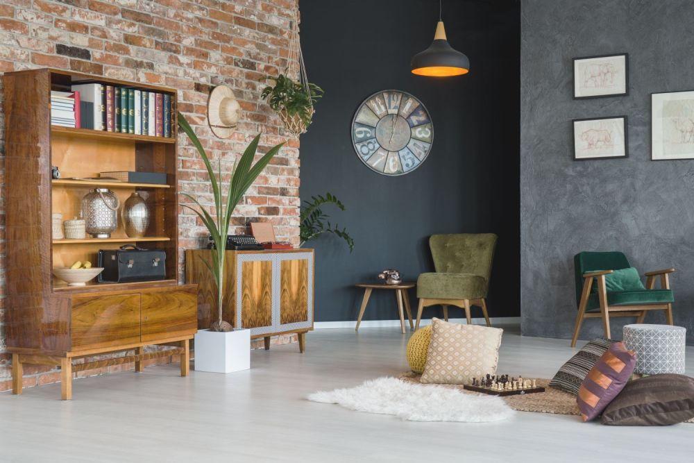 salon industrialny,cegła na ścianie,dekoracje