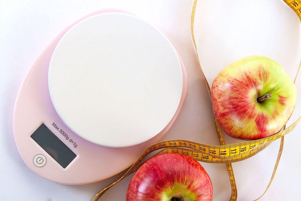 jabłka, waga kuchenna, metr