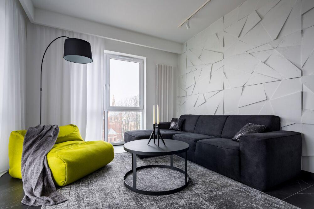 przytulny salon, panele 3d na ścianie, betonowa ściana