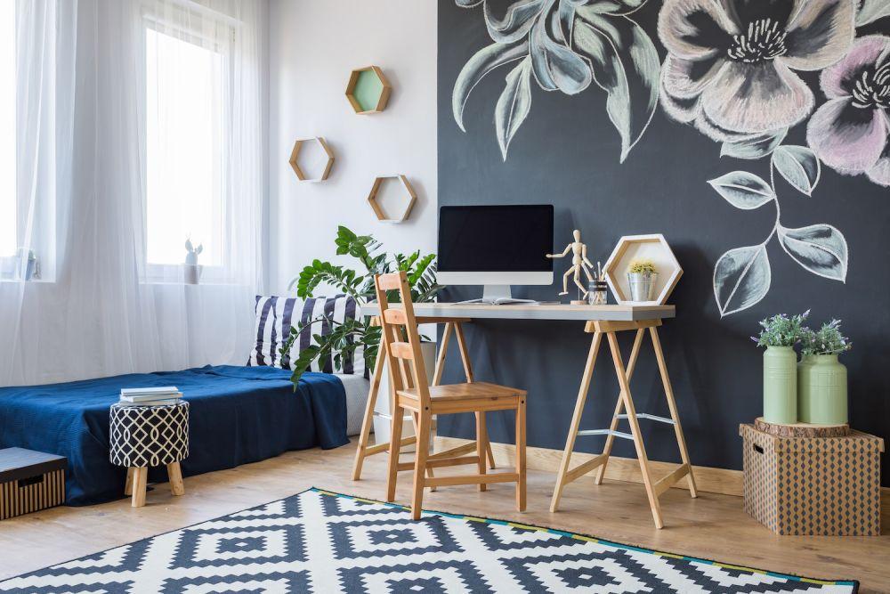 domowe biuro w sypialni