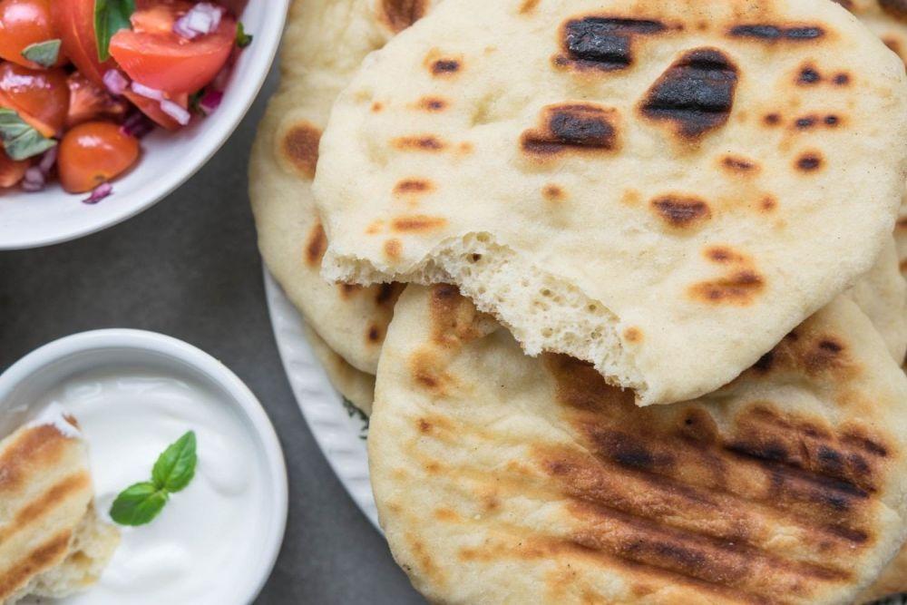 Indyjski chlebek pieczony na grillu - zdjęcie 2