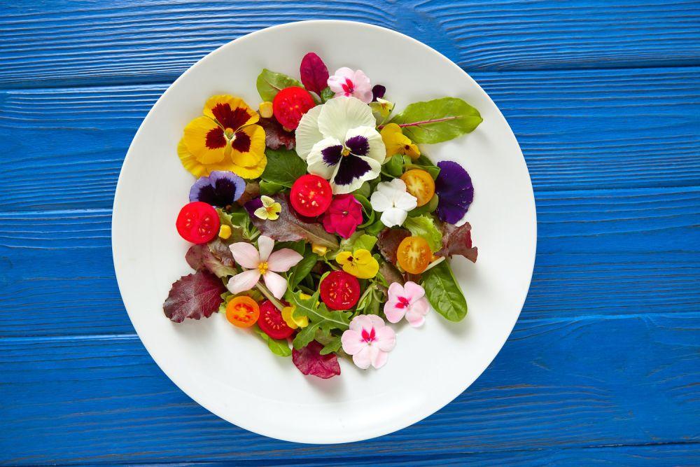 sałatka z kwiatami