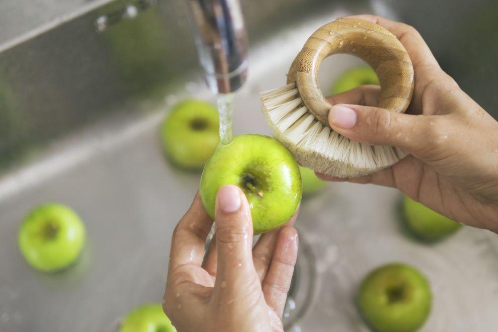 szczotka do mycia owoców, mycie jabłek, zielone jabłka, jak myć owoce