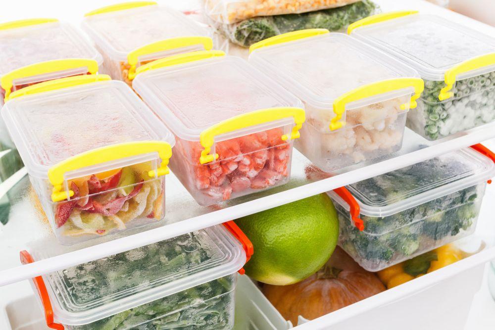 mrożone jedzenie w pojemnikach