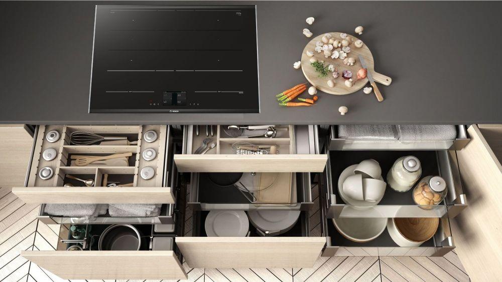 płyta grzewcza, kuchnia, szuflady, porządek, talerze, garnki, sztućce, organizacja kuchni