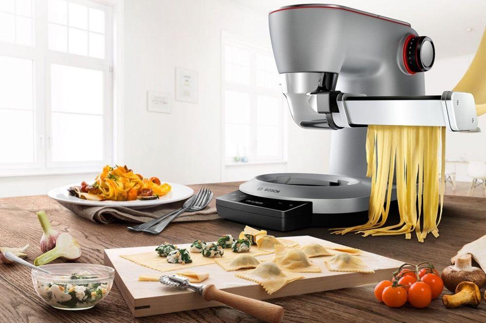robot kuchenny na stale z przystawką do robienia makaronu