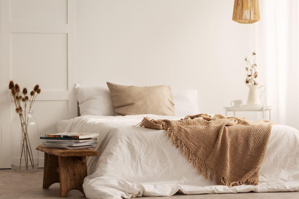 sypialnia w minimalistycznym stylu wabi sabi