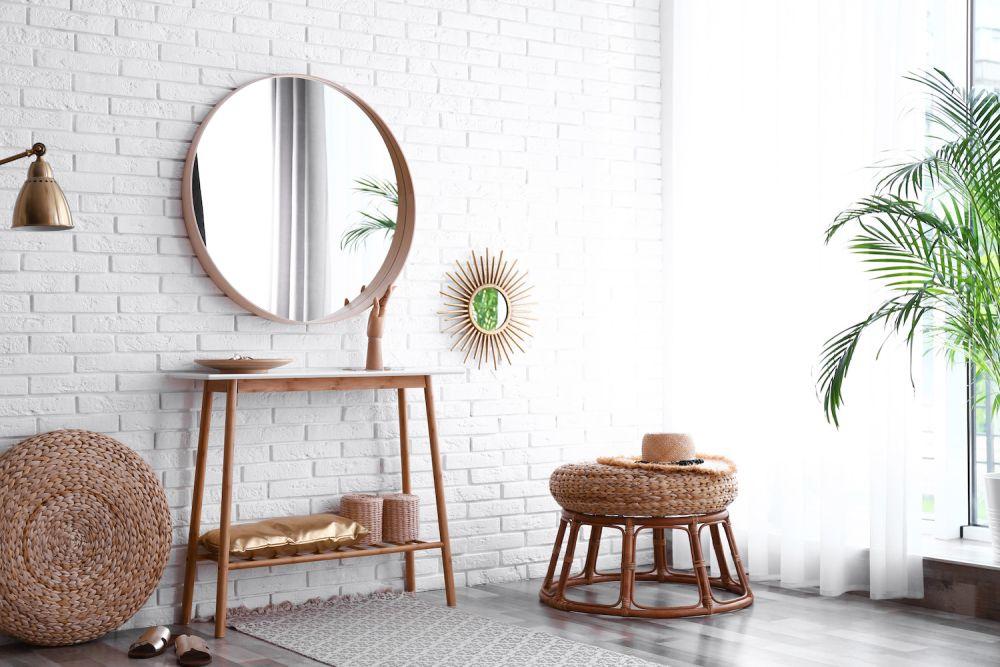 szary wapień na ścianie w salonie