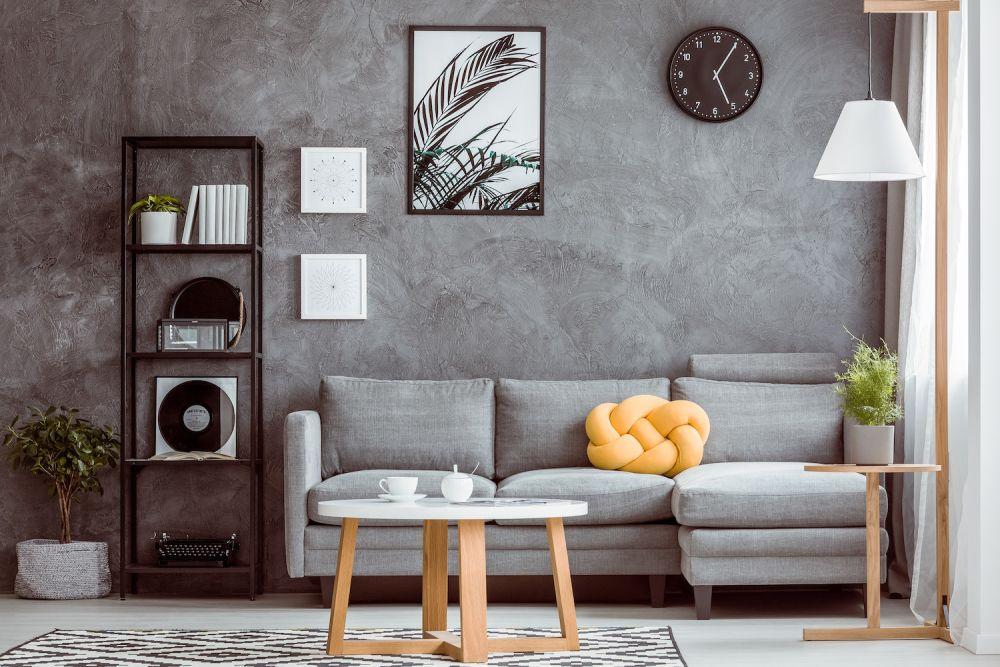 kamień na ścianie i dodatki do salonu