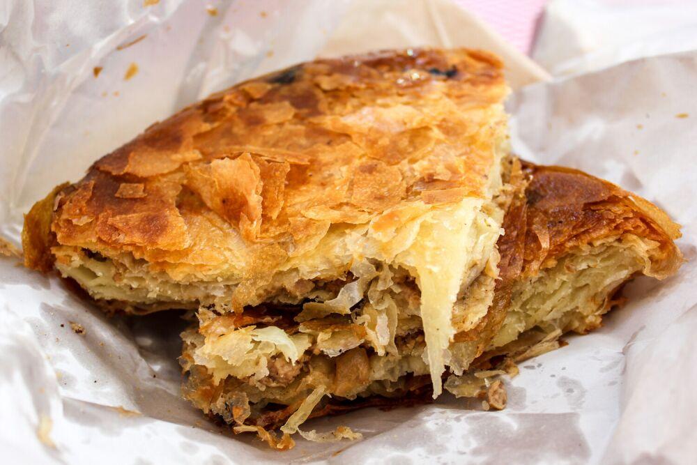 burek, ciasto francuskie z serem, ciasto filo z serem, burek z serem, bałkański burek