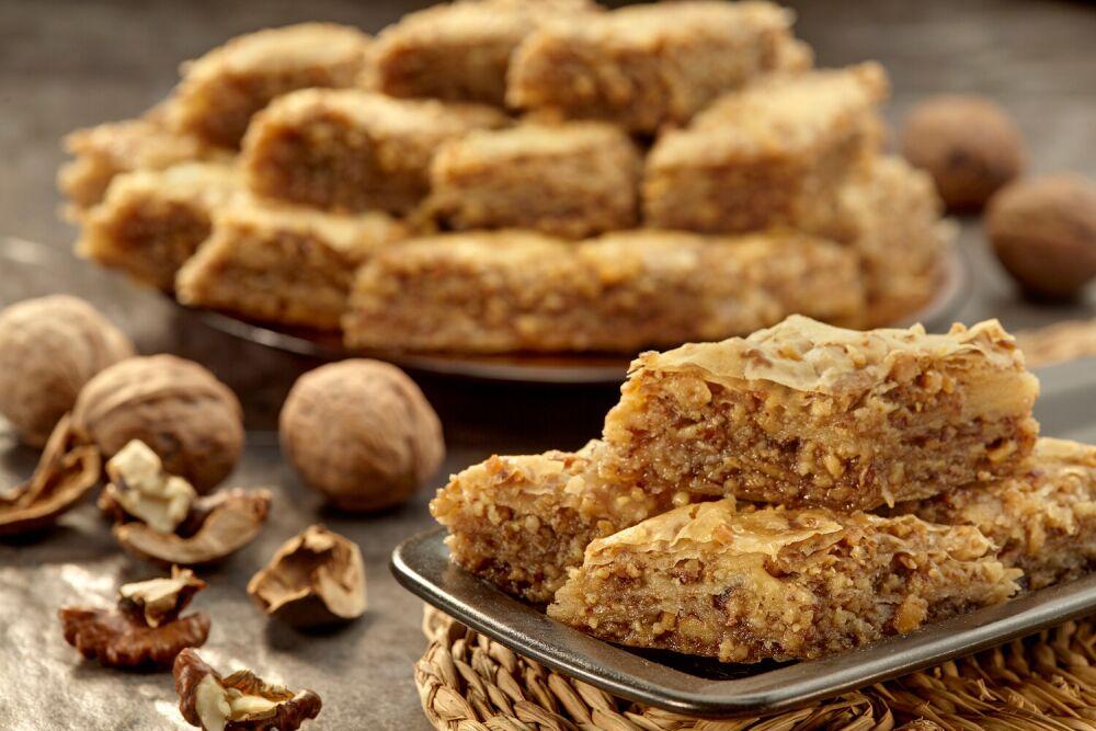baklava, ciasto filo z orzechami, bałkański deser baklava