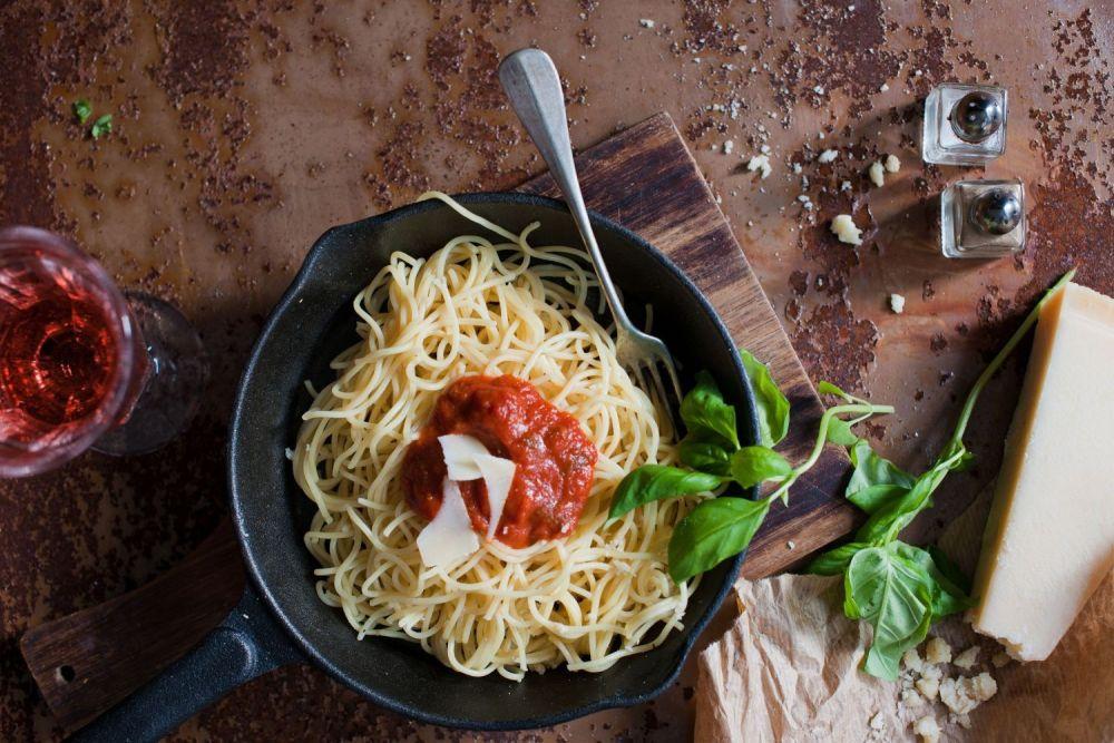 makaron, spaghetti, sos pomidorowy