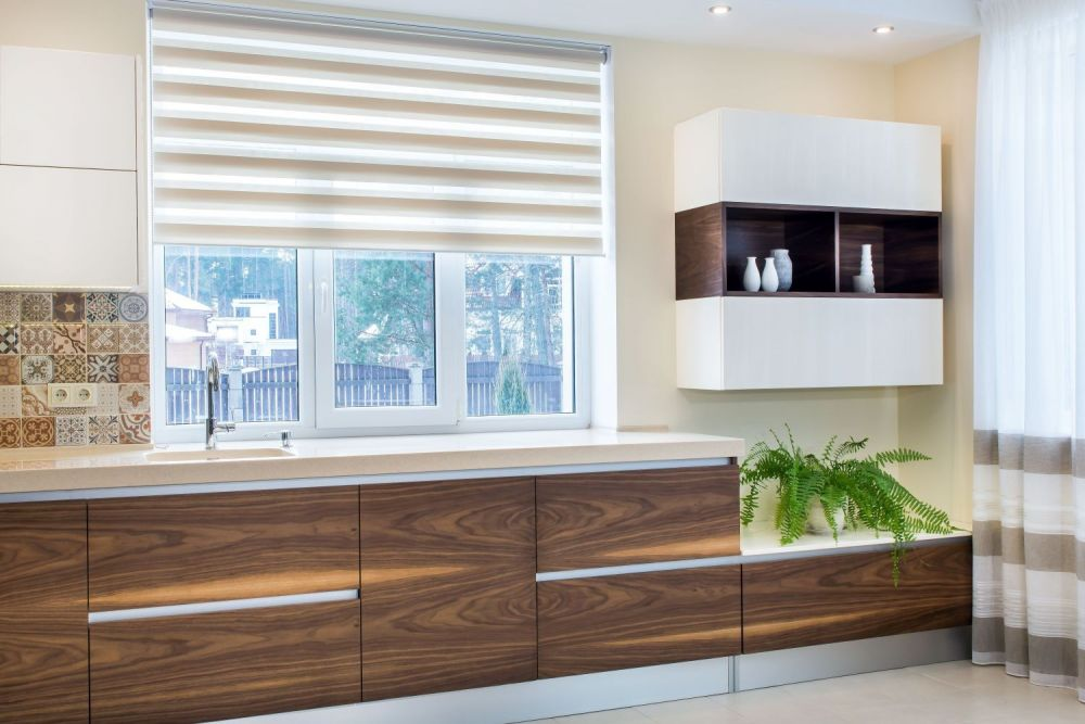 okno, rolety, okno w kuchni, kuchnia z oknem