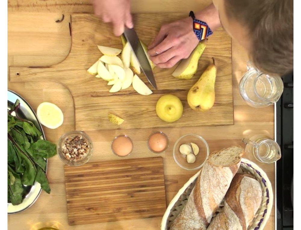 Lekka sałatka z botwiny, koziego sera, orzechów z dodatkiem miodu od Jakuba Kozaka! - zdjęcie 1