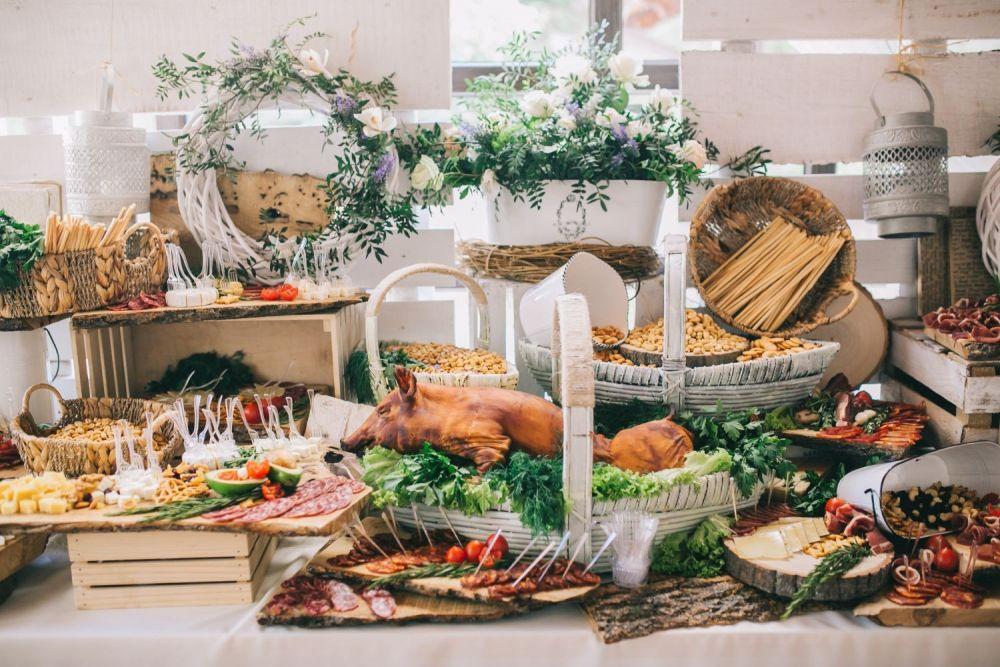 wiejski stół na weselu
