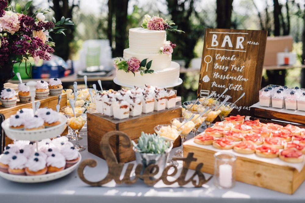 słodki stół weselny