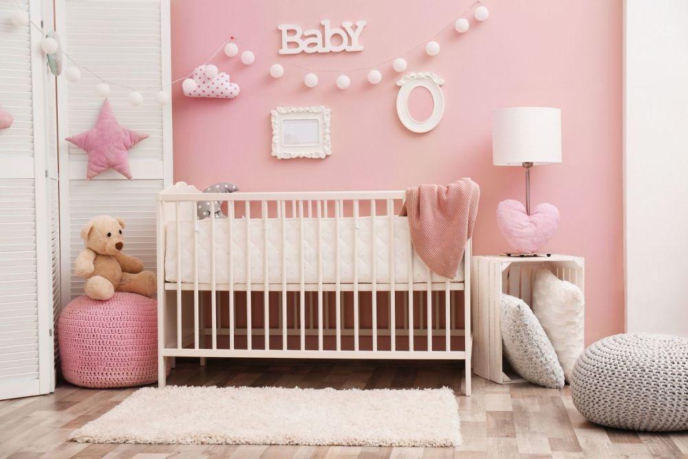 różowy pokój dzicięcy