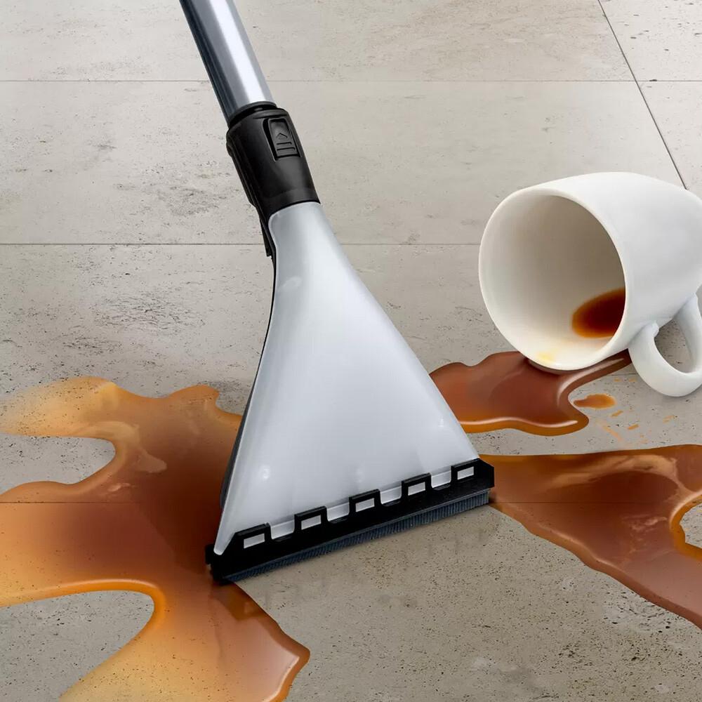 odkurzanie mokrej podłogi odkurzaczem piorącym
