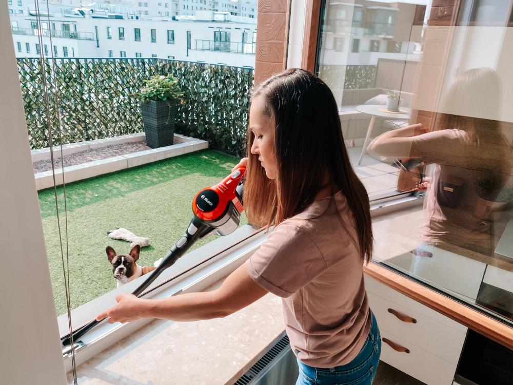 czyszczenie ramy okiennej, architekt porządku
