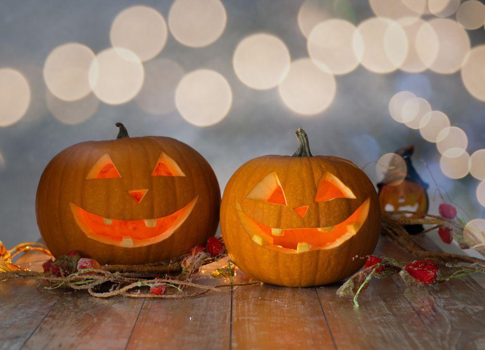 wydrążone dynie na halloween, lampiony z dyni