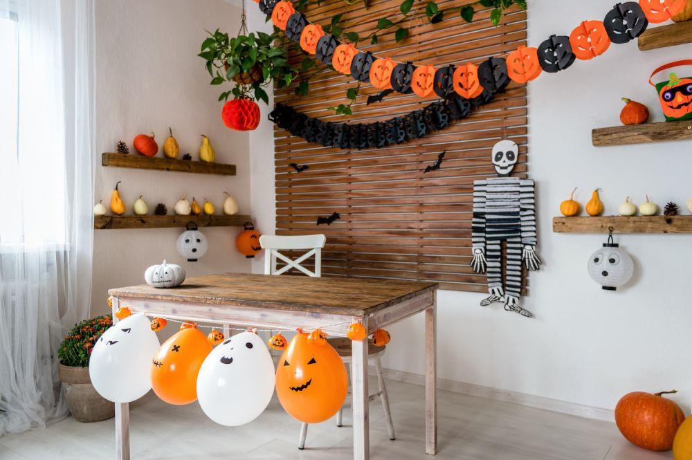 dekoracje z bibuły na halloween, balony
