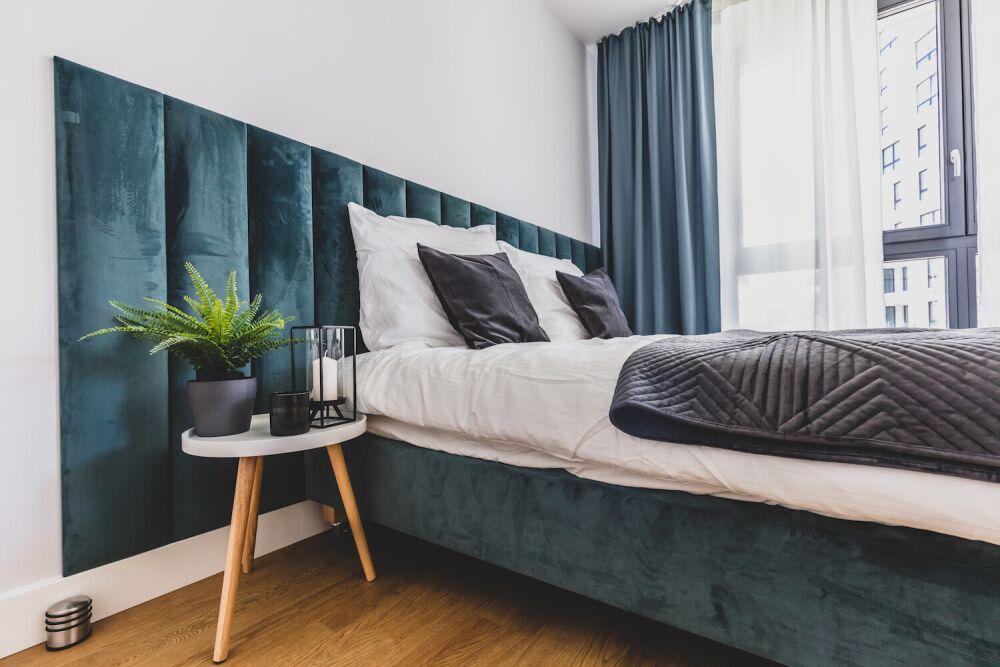 panele ścienne tapicerowane, tapicerowany zagłówek w sypialni