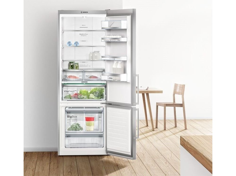 otwarta lodówka w kuchni