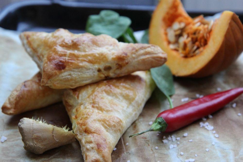 Pyszne paszteciki z ciasta francuskiego nadziewane dynią i kurczakiem  - zdjęcie 2