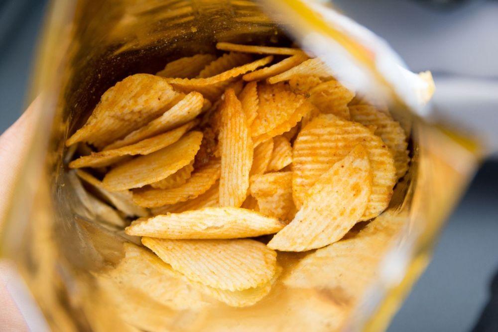 chipsy, paczka chipsów