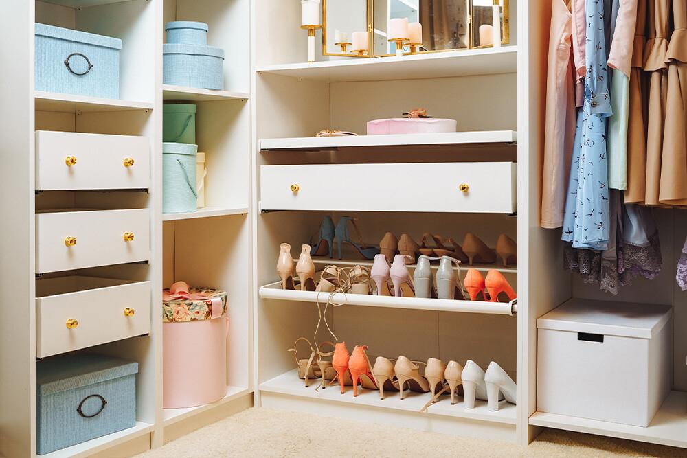 garderoba z półkami na buty